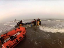 Howth RNLI rescue 3 people from motorboat which had run aground